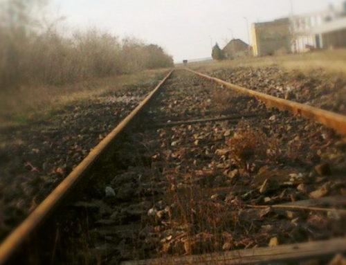 Srbija kargo: Sudar putničkog automobila i teretnog voza, nema povređenih