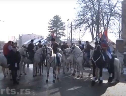 Jahanje konja i nošenje krsta kroz grad – ovako je Pančevo obeležilo Bogojavljenje [VIDEO]